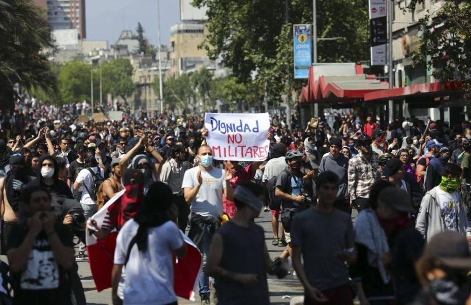 Decretan Nuevo Toque De Queda Y Protestas Dejan 1 462 Detenidos En Todo Chile Merida Digital